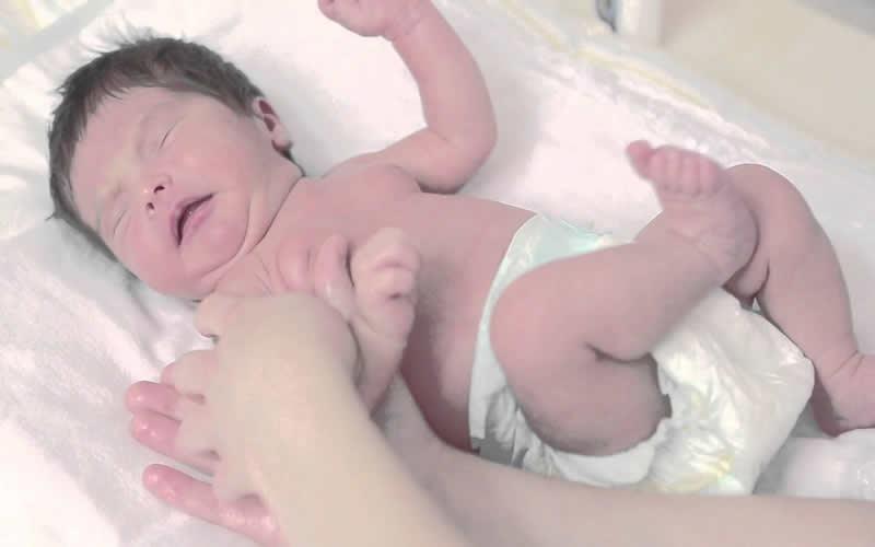 Yenidoğan Bebeğe Masaj